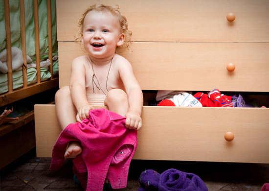 مشاوره کودک:کودک در لباس پوشیدن کند است