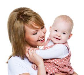 در آغوش گرفتن کودک