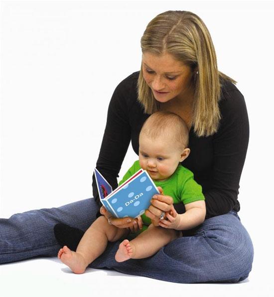چه زمانی کتاب خواندن برای کودک را شروع کنیم؟