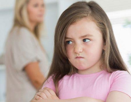 در مقابل رفتارهای منفی کودک توجهی نکنید