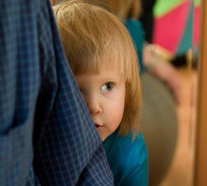 والدین خجالتی و کودکان کم رو