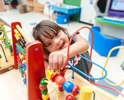 اختلال اوتیسم و علائم آن